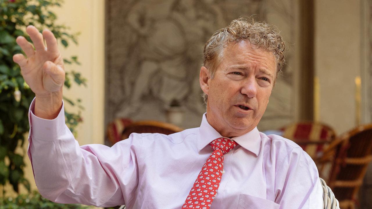 Dohlédnout nazbraně. Senátorem je Rand Paul odroku 2010 zastát Kentucky. Stejně jako jeho otec Ron, bývalý kongresman, je vzděláním lékař astaví se důsledně zasvobodu jednotlivce.