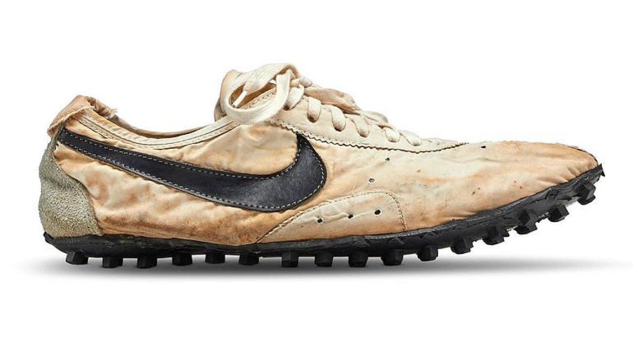 Dražba běžeckých bot značky Nike trhla rekord. Prodaly se v přepočtu za deset milionů korun.