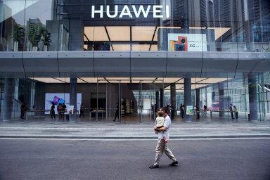 Huawei je podle předsedy představenstva firmy schopen dostávat své produkty k zákazníkům i bez spoléhání se na součástky a čipy z USA.