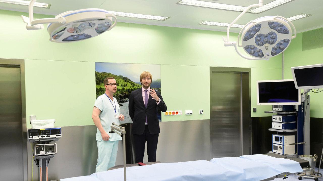 Některá data o nemocnicích by podle ministerstva měli mít pacienti kdispozici už zhruba vpolovině příštího roku, kdy začne platit nový zákon (na snímku Adam Vojtěch za ANO).