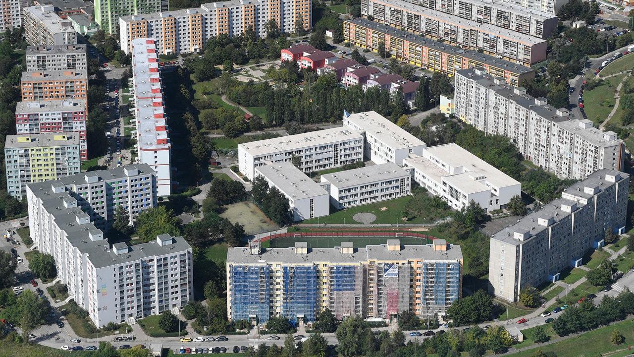 Mnoho svých bytů má Praha nasídlišti Černý Most. Místo chudých lidí tam hodlá umisťovat učitele či mladé rodiny, aby naokraji města nevznikla vyloučená lokalita.