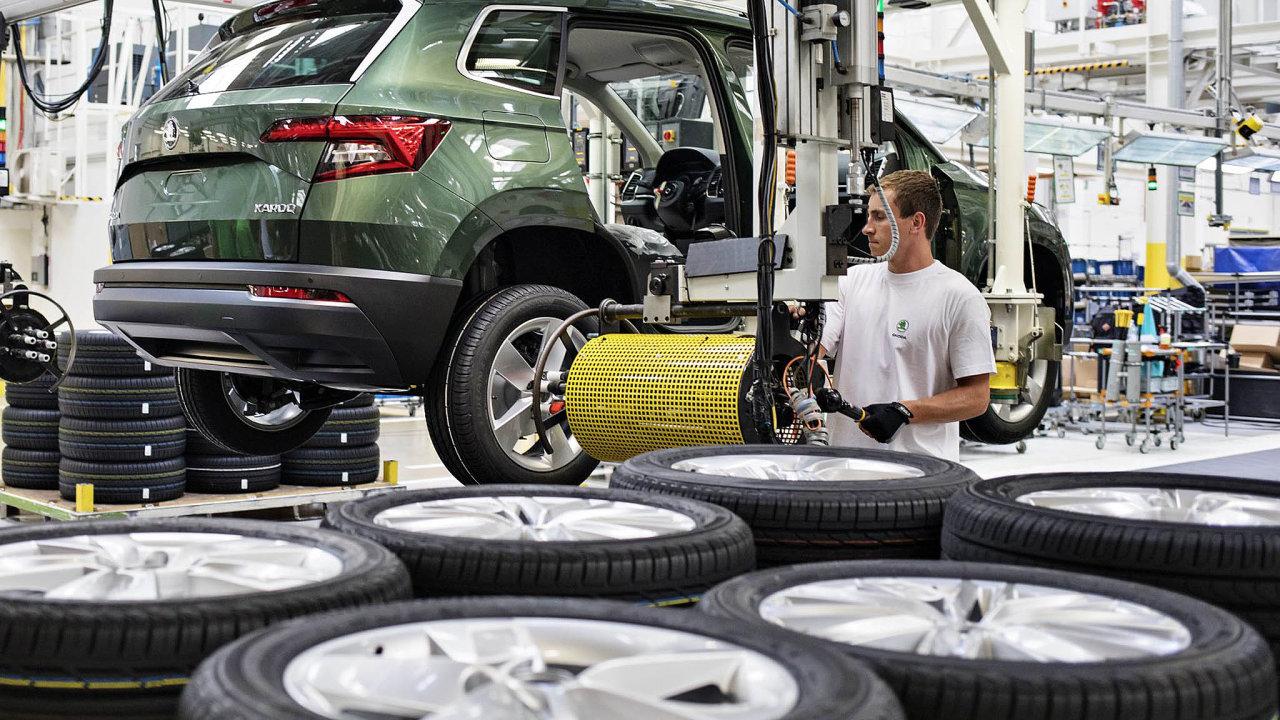 Průměrná hrubá mzda pracovníka Škody Auto, odměňovaného nazákladě tarifů, je přes 51 tisíc korun. Při loňském kolektivním vyjednávání souhlasila automobilka snárůstem tarifních mezd o2500 korun.