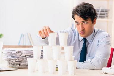 Úkolem šéfůje především udržet pracovní morálku. Prostředkem ktomu je zachovat uzaměstnanců pozitivní myšlení, radí personalisté.