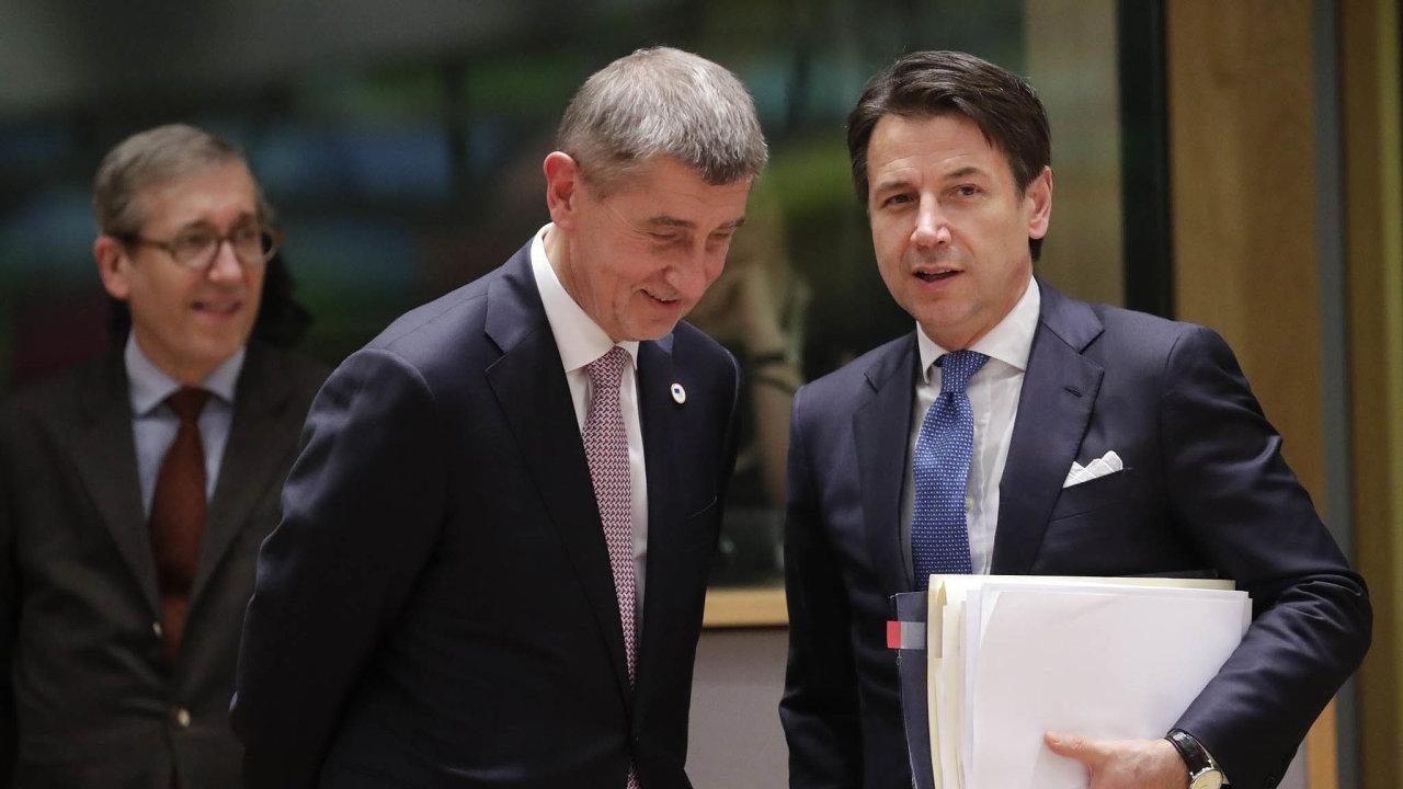 Premiér Babiš podporuje Německo adalší země, jež odmítají vydávání společných dluhopisů achtějí, aby státy nejvíc zasažené virem dostaly půjčky. Italský premiér Conte zase požadoval nevratné granty.