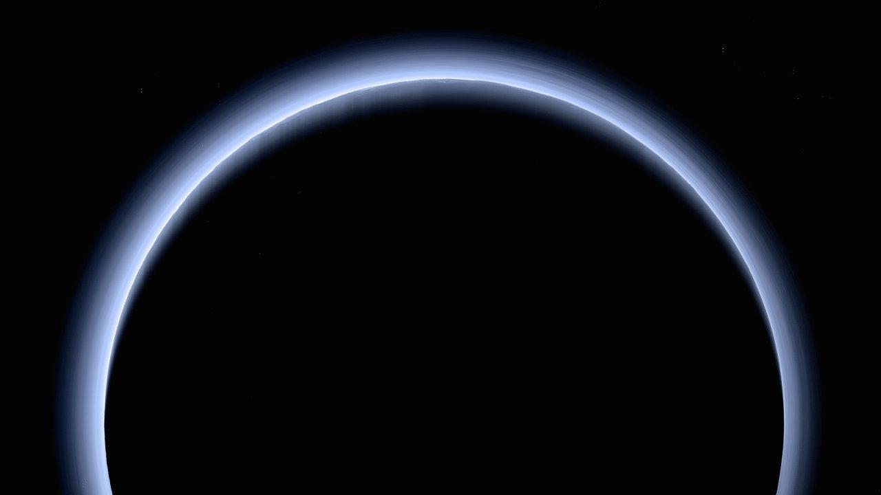 Fotografie Pluta pořízená sondou New Horizons.