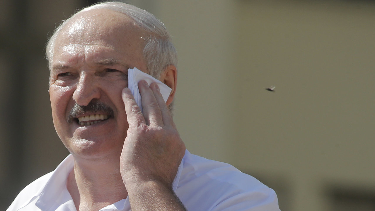 Alexandr Lukašenko je pod tlakem tisíce demonstrantů.
