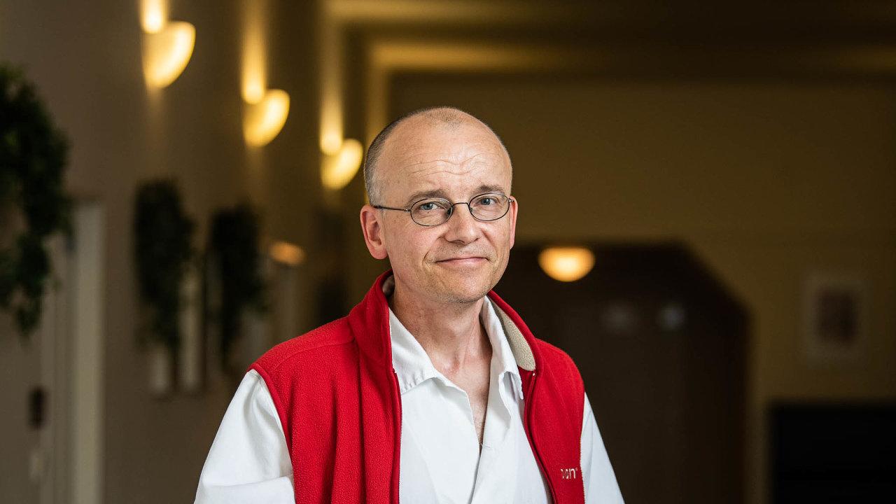 """""""Zatím se knám covidoví pacienti bez problémů vejdou,"""" ujišťuje Martin Balík, vedoucí lékař zKliniky anesteziologie, resuscitace aintenzivní medicíny Všeobecné fakultní nemocnice."""