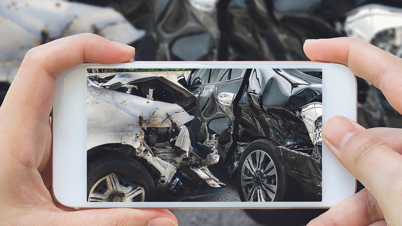 Některé pojišťovny nabídly klientům možnost zjištění škod pomocí videoprohlídek.