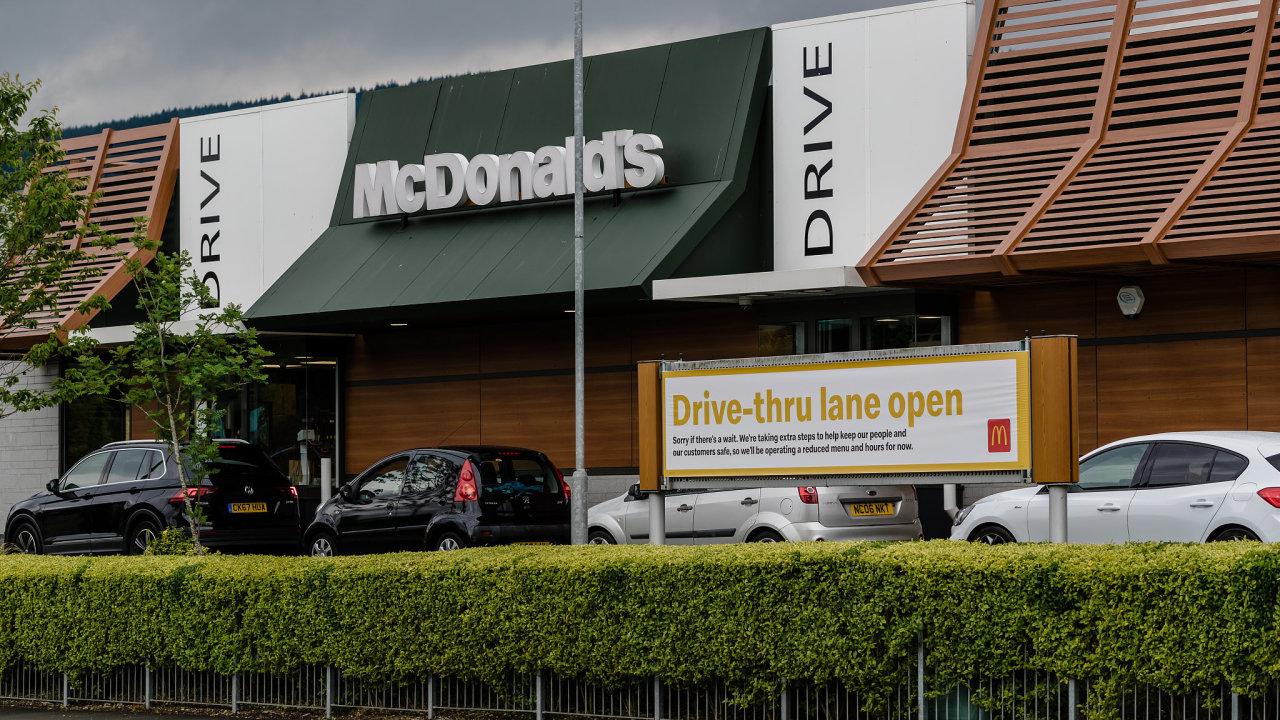 Nová strategie McDonald's počítá s rychlejším odbavením v drive-thru.