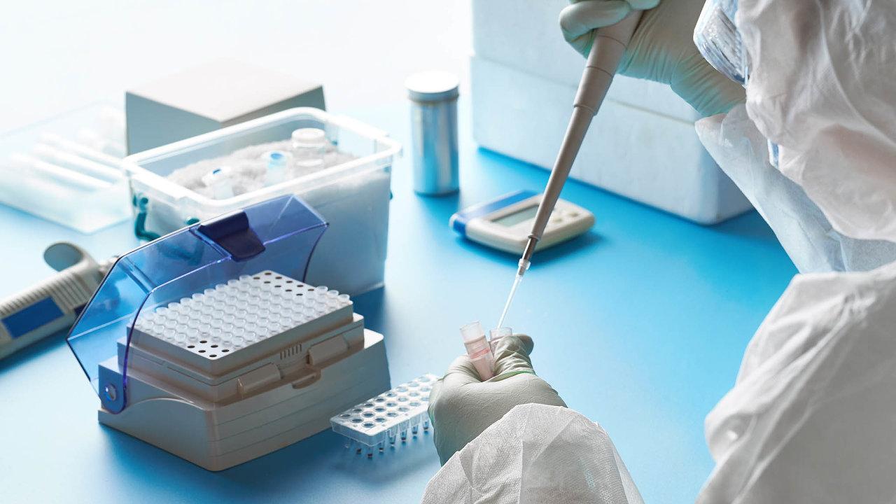 Nemocnice nakupují testy: Ministerstvo zdravotnictví již vyzvalo nemocnice, aby se zásobily antigenními testy.