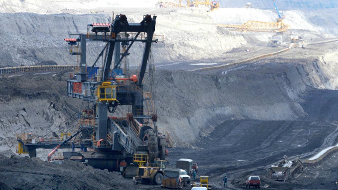 Společně se spalováním uhlí skončí i jeho těžba. Vláda proto musí řešit i to, jak pomoci uhelným regionům.