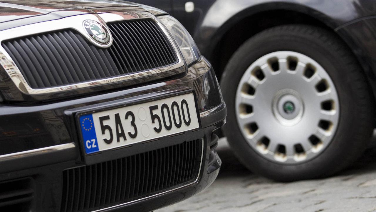 Unikátní značky se vČesku před lety staly symbolem korupce, nyní si je motoristé mohou pořídit tržně, zapříplatek 10tisíc korun.