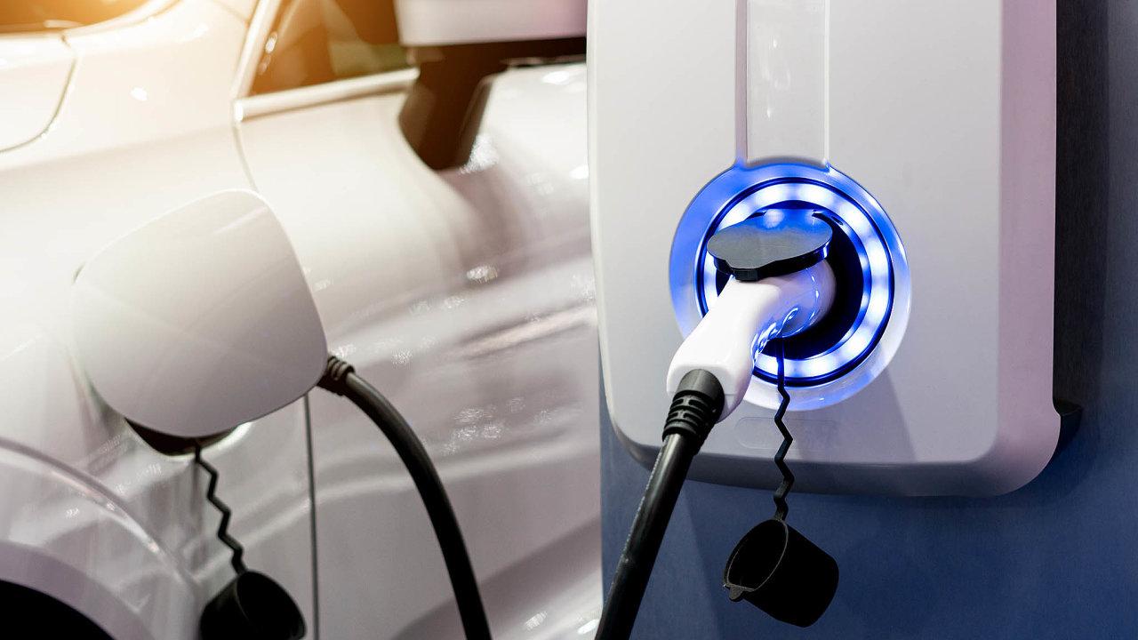 Vodíková budoucnost. Poelektromobilitě, jejímž symbolem je automobilka Tesla, se celosvětově prosazuje také vodík. Zde má podobnou pozici jiná americká firma Plug Power.
