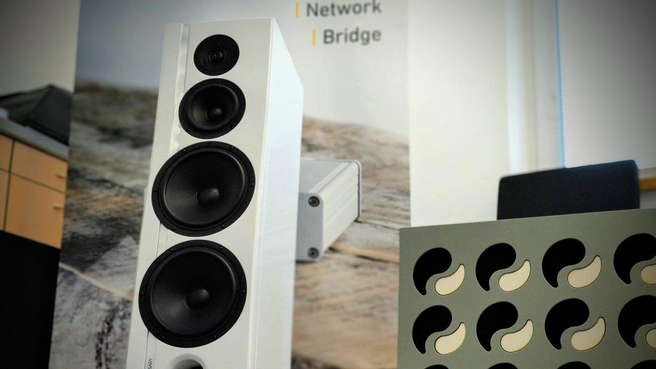 Společnost AQ v Července vyvíjí a vyrábí reprosoustavy, zesilovače a další Hi-Fi příslušenství