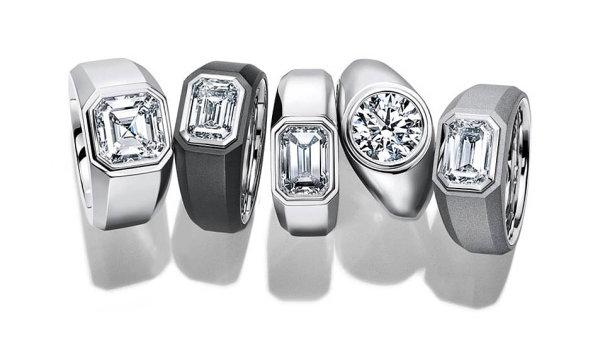 Šperkařská značka Tiffany & Co. teď ohlásila revoluční krok, který radikálně změní pohled navelkou životní událost– zásnuby. Poprvé vesvé 184leté historii uvádí natrh zásnubní prsten pro muže.