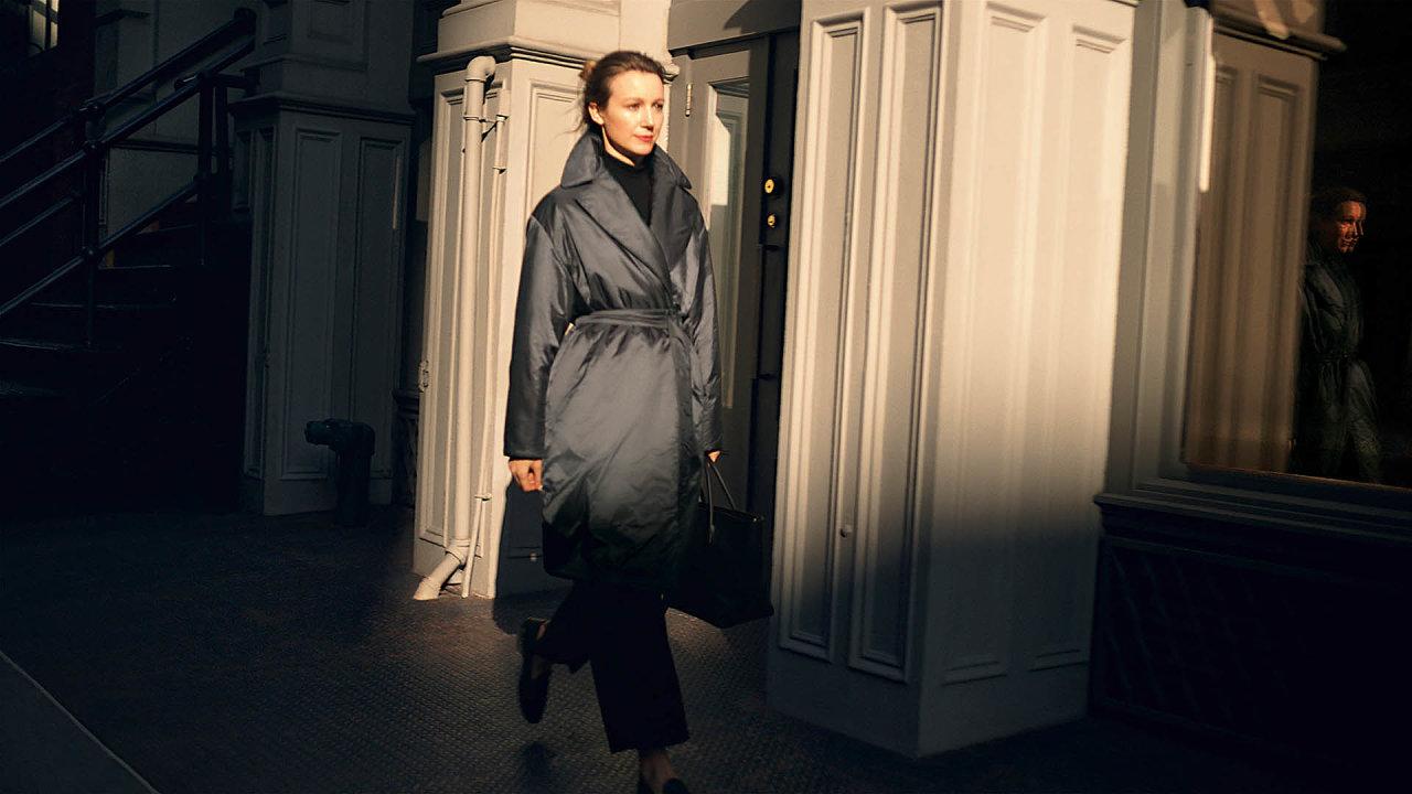 Max Mara je synonymem pro kabát zvelbloudí srsti, ikonický kousek, který touží mít vesvé garderobě každý milovník nadčasové elegance.
