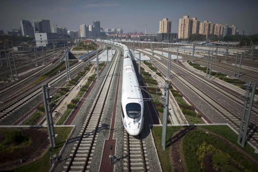 Výsledek obrázku pro dlouhou trať pro vysokorychlostní vlaky, která spojí hlavní město Peking s jihočínskou metropolí Kuang-čou (Kanton).