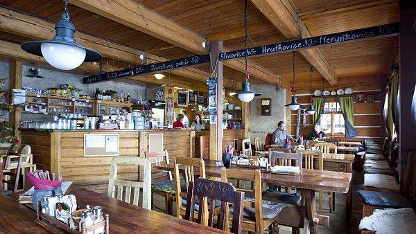 Malebné okolí, komorní atmosféra, výtečné steaky a domácí chleba jsou důvody, proč se do krkonošské Farmy Hucul vracet.