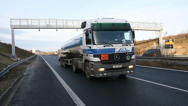 O provoz m�ta m� v �R z�jem i firma Toll Service - Ilustra�n� foto.