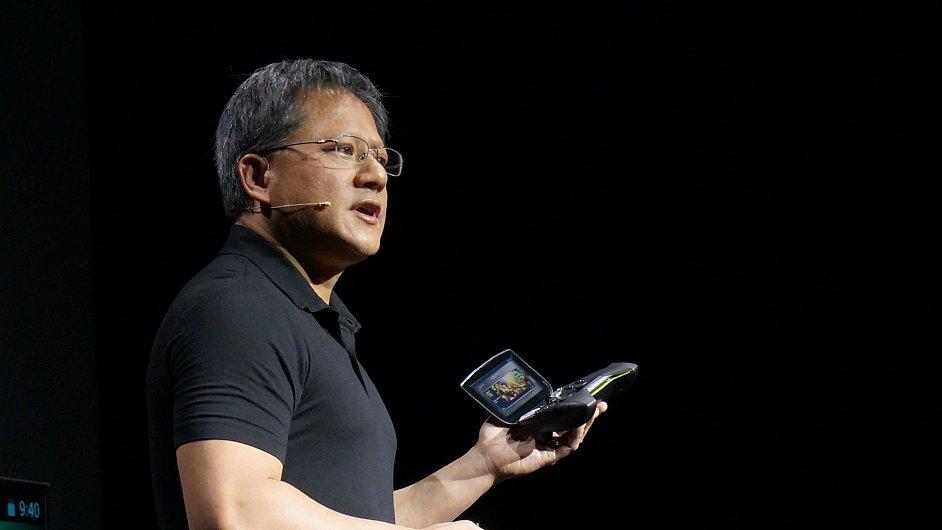 Jensen Huang, ředitel nVidie, představuje herní konzoli Shield na veletrhu CES 2013