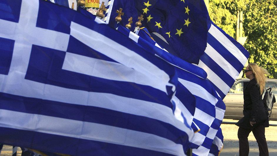 Vlajky Řecka a EU.