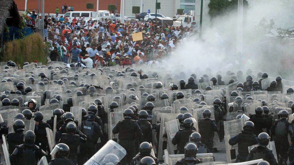 Mexická policie rozehnala učitelský protest