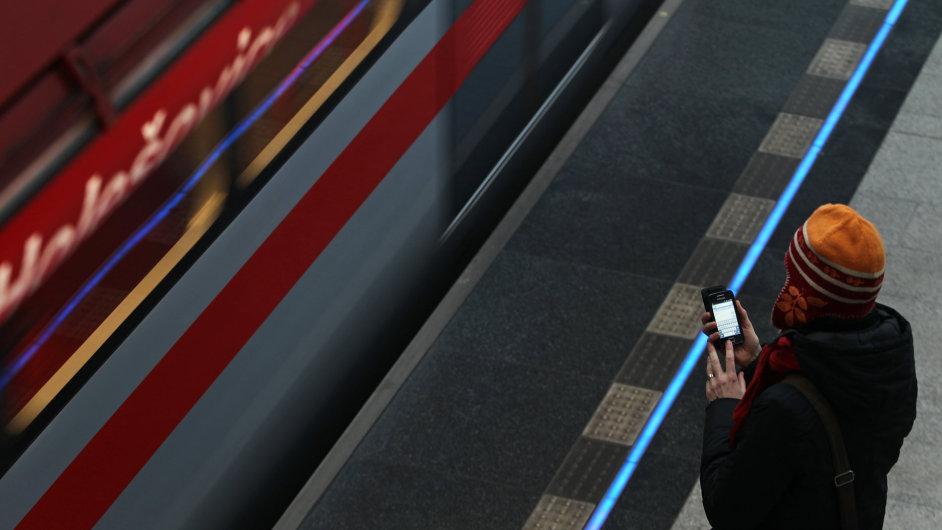 SMS jízdenku doplní mobilní peněženka. Služba, kterou dopravní podnik zanedbával a nevyužíval