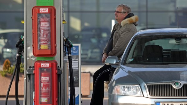 Nafta u� stoj� 23,50, benzin klesl pod 26 korun - Ilustra�n� foto.