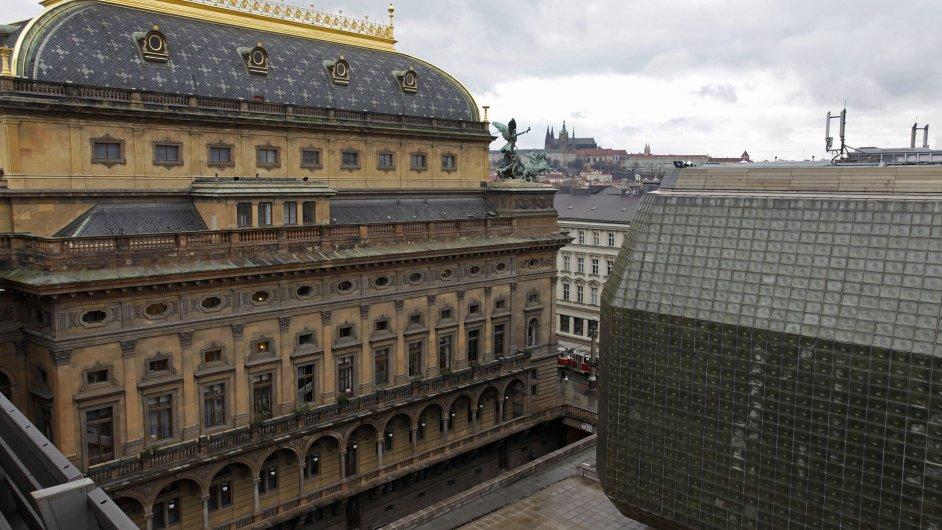 Zásahy politiků znamenají pro Národní divadlo trvalé invalidní následky, píše Vladimír Just.