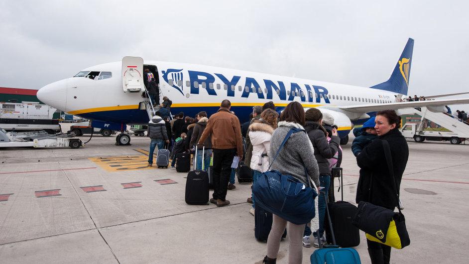 Ryanair je proslulý tím, že s cestujícími nezachází právě