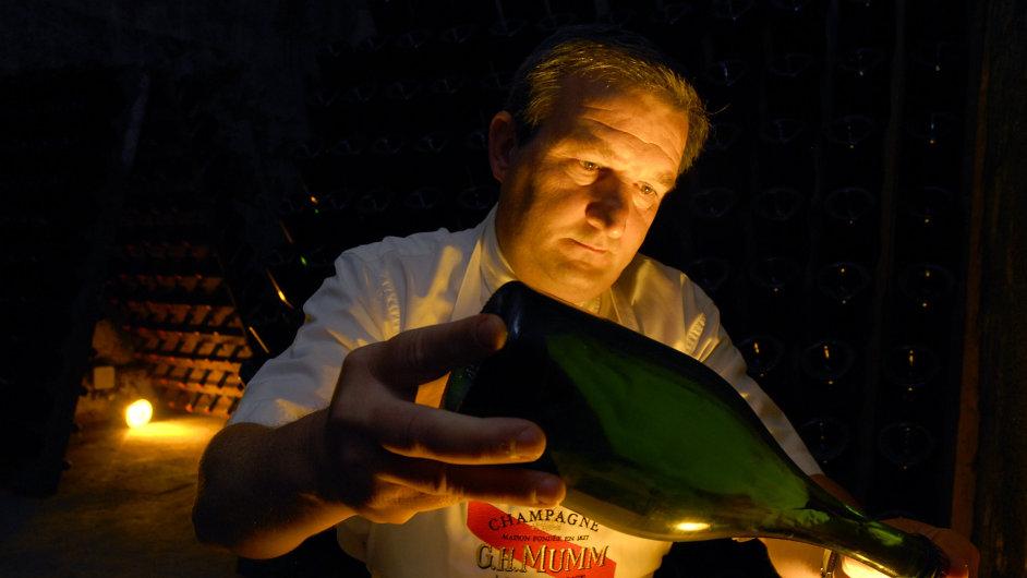 Champagne, nejslavnější představitel ušlechtilých šumivých vín a etalon kvality
