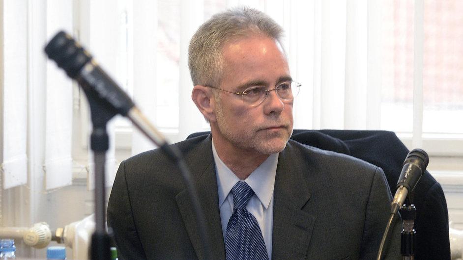Duncan Sellars svědčil u soudu v kauze korupce při nákupu vozů Tatra