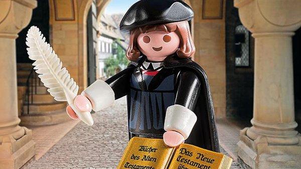 Z Luthera, který v ruce drží německy psanou bibli a psací brk, se stal nejrychleji prodávaný výrobek německé firmy Playmobil.