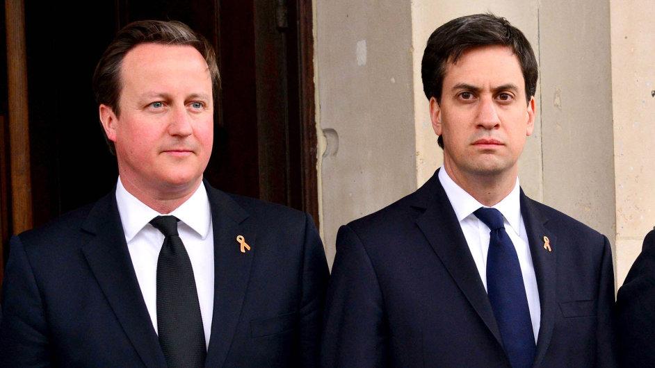 Jak Cameron (vlevo), tak Miliband mají stále šanci stát se premiérem.