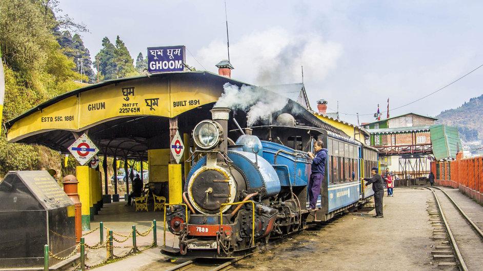 Nádraží městečka Ghoom na trati New Jalpaiguri – Darjeeling leží ve výšce 2775 m n. m.
