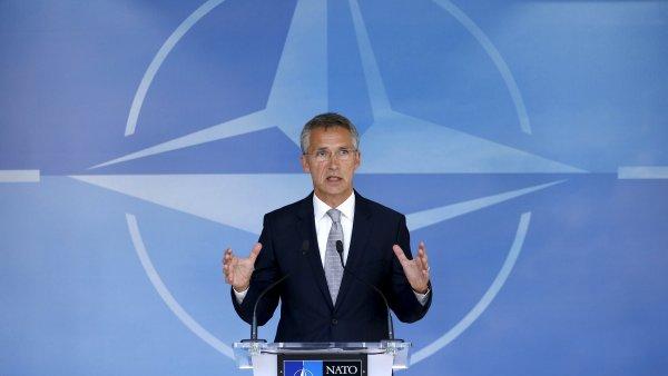 �esko je sou��st� NATO od b�ezna 1999. V �ele stoj� Jen Stoltenberg - Ilustra�n� foto.