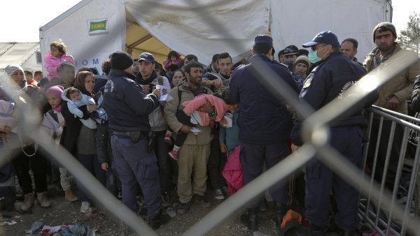 Makedonie vpustila asi 240 uprchl�k�, na hranic�ch je jich deset tis�c.