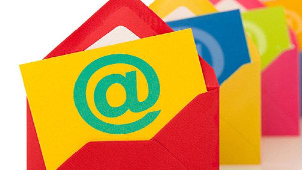 Do souvislosti s e-mailovou korespondenc� uvedl symbol pro zavin�� Raymond Tomlinson. - Ilustra�n� foto