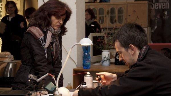 Opravy se dělají například v kavárnách při jednodenních akcích.