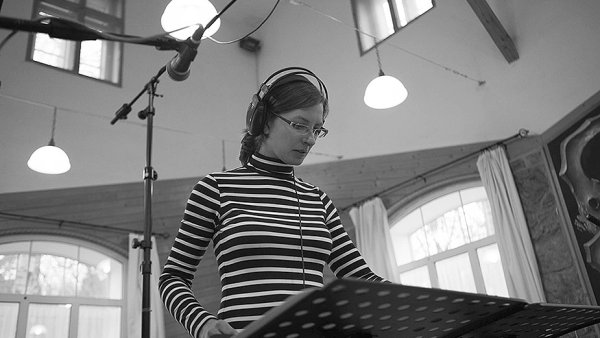 ��fkou a dirigentkou big bandu Concept Art Orchestra je trumpetistka a skladatelka �t�p�nka Balcarov�.