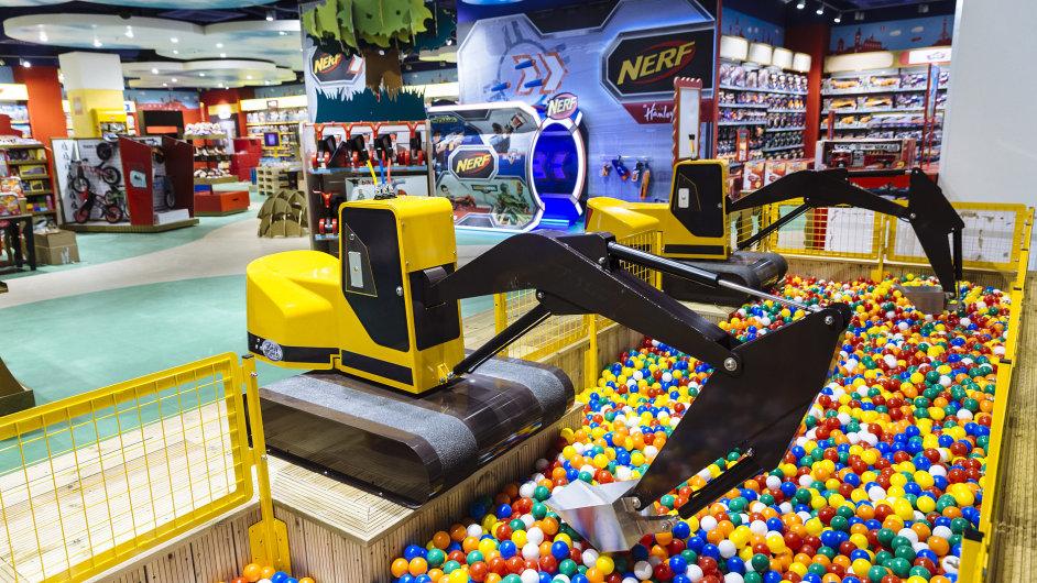 Nový pražský obchod britského hračkářského řetězce Hamleys v budově někdejší banky připomíná zábavní centrum.