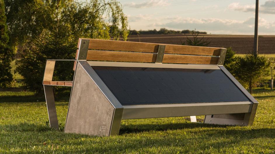 Solární lavička.