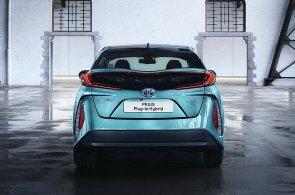 Toyota vyvine novou baterii pro auta. Do roku 2020 chce mít vlastní elektromobil