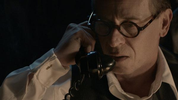 Tuzemská kina začnou film Masaryk promítat 9. března.
