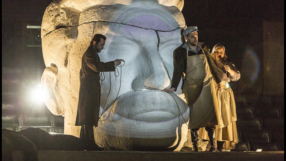 Snímek ze čtvrteční generální zkoušky opery Žádný člověk v Národním divadle.