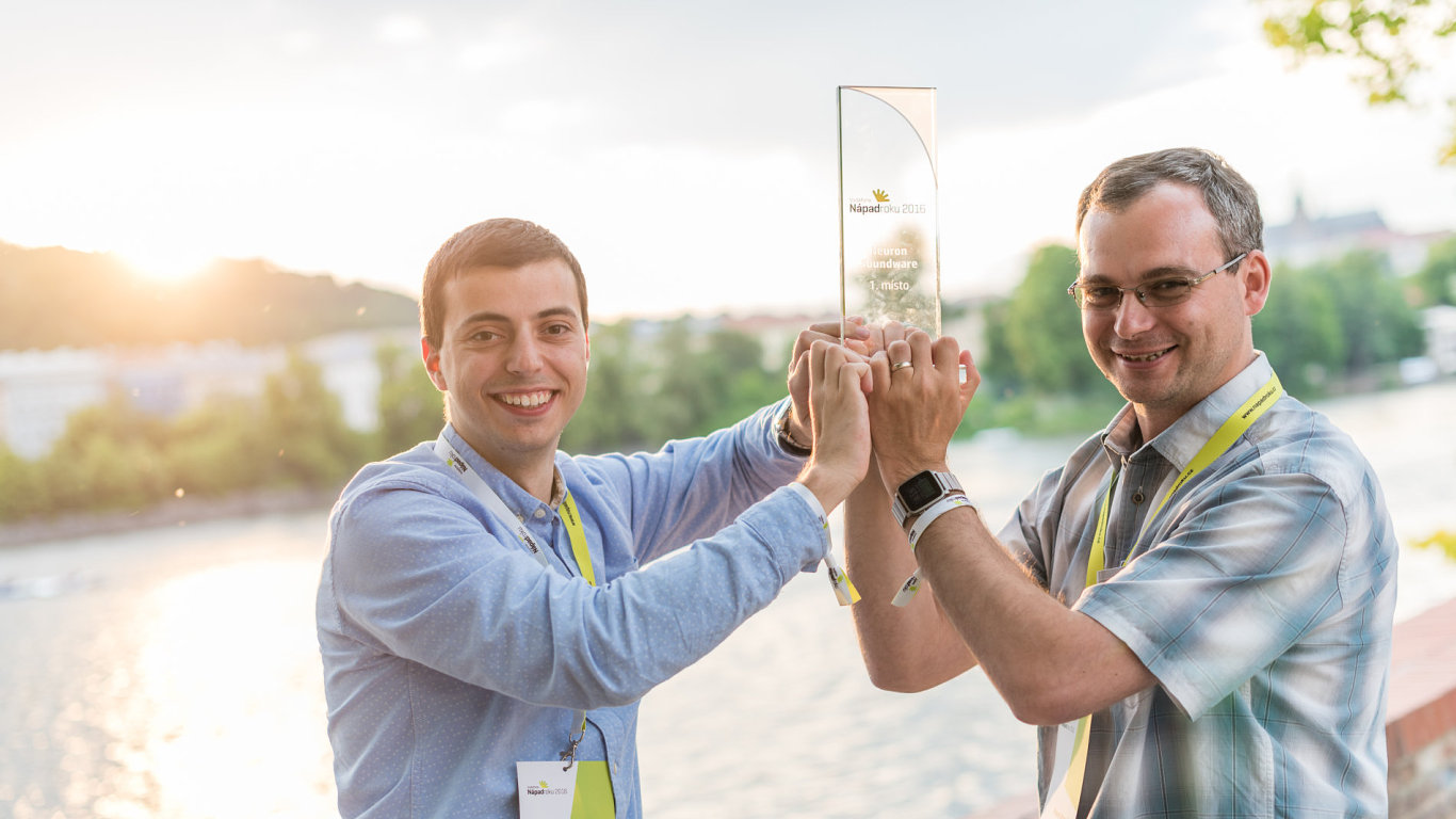 Pavel Konečný (vpravo) a Filip Sedlák, vítězný tým minulého ročníku soutěže Vodafone Nápad roku.