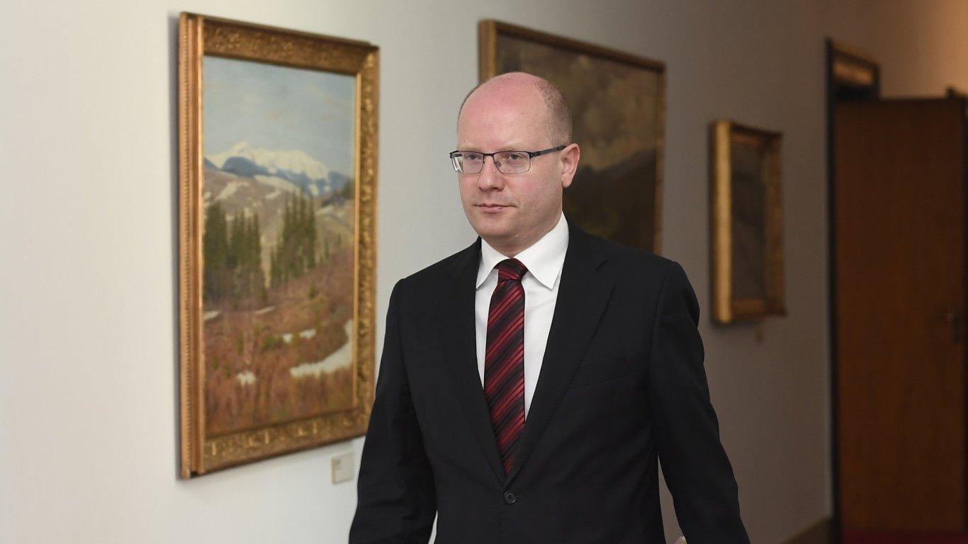 Premiér Bohuslav Sobotka přichází 22. května v Praze jednání vlády.