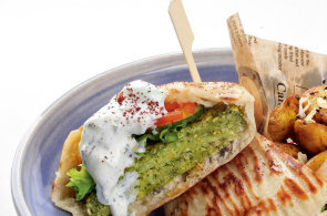 Křupavá pochoutka faraonů: Falafel lze připravit luxusně i jako fastfood. Skvěle se hodí do burgeru