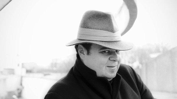 Pere Ubu (na snímku z 80. let je frontman David Thomas) vystoupí v pondělí 28. srpna v pražském Paláci Akropolis.