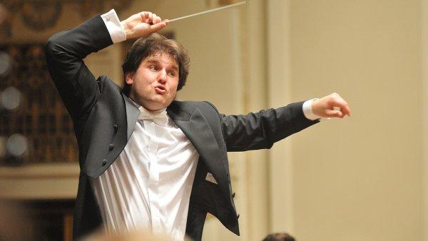 Dirigent Tomáš Hanus je hudebním ředitelem Velšské národní opery, s níž navštíví festival Janáček Brno.